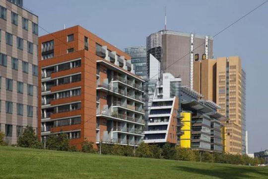 Die Linkstraße am Potsdamer Platz mit Gebäuden von DaimlerChrysler, Berlin, Deutschland, Europa